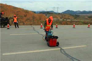 水泥混凝土道路路面的伸缩缝需要灌缝什么样的沥青材料呢?