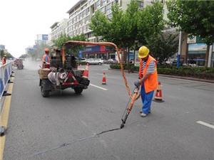 沥青路面灌缝胶成为道路裂缝修补不可或缺的产品