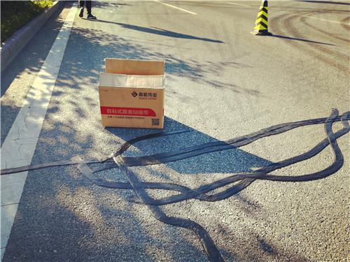 使用嘉格路面裂缝贴缝带保证道路养护施工效果