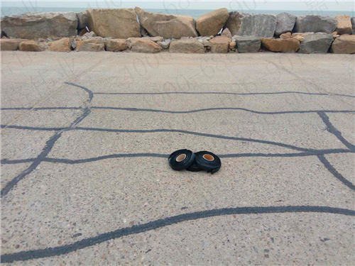 嘉格路面贴缝带顺利走上道路养护市场