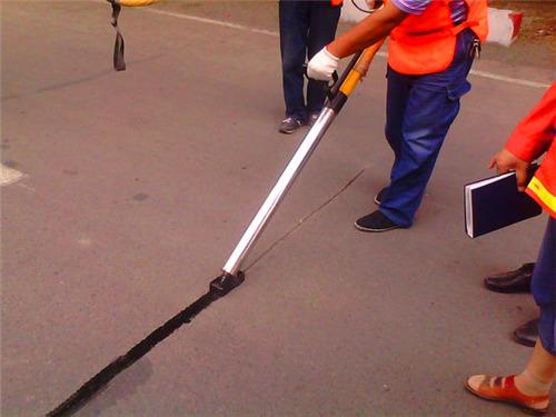 赢得山西客户认可的嘉格沥青路面灌缝胶售后服务工程师