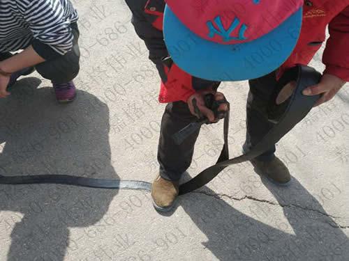 嘉格沥青路面贴缝带是道路裂缝修补多面手