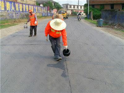 公路养护中裂缝修补的灌缝沥青